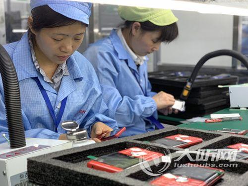 泸州造最新旗舰智能机亮相香港 首批订单将在泸