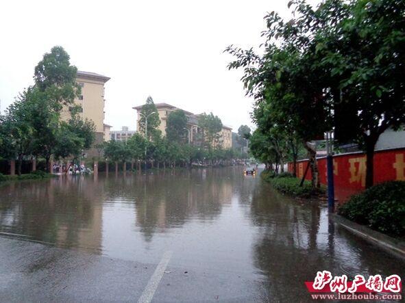泸州:一小区一下雨就看海 原因目前正在调查
